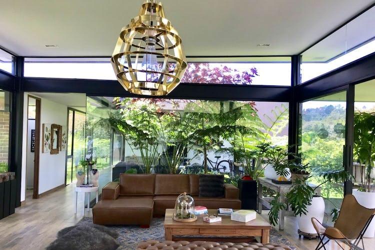 Portada Hermosa casa en el alto de las palmas - 2.250 mts, 2 parqueaderos.