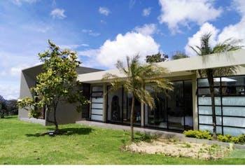 Casa en Alto de las Palmas, Envigado - 3100mt, cinco alcobas, terraza