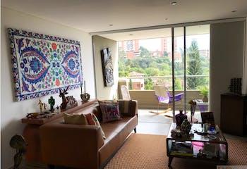 Apartamento en Loma de Benedictinos, Envigado - 152mt, tres alcobas, balcón