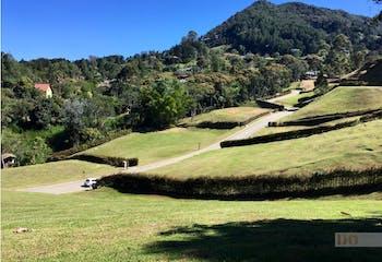 Lote en El Yarumo, La Ceja con topografía ondulada y excelente vista - 2600 mt2.