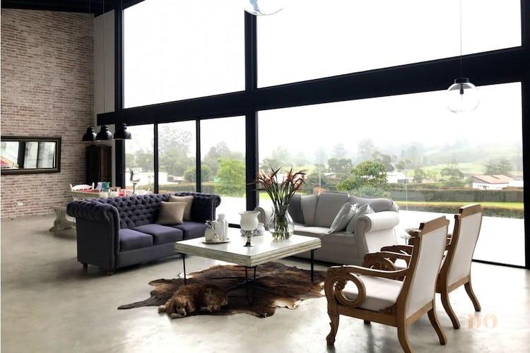 Portada Casa en El Carmen de Viboral , Vía San Antonio con 4 habitaciones y 5 parqueaderos - 2050mt2.