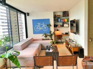Una sala de estar llena de muebles y una televisión de pantalla plana en Apartamento en venta en San Lucas de una habitacion