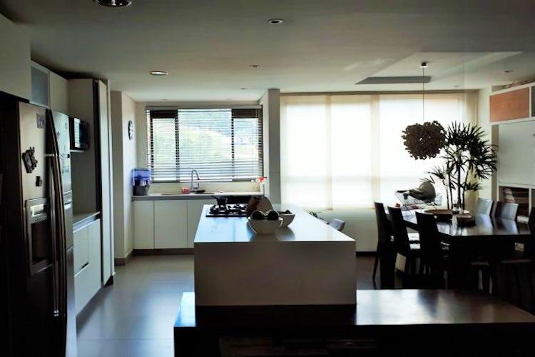 Foto 7 de Apartamento en El Tesoro, Poblado - 197mt, tres alcobas, dos balcones