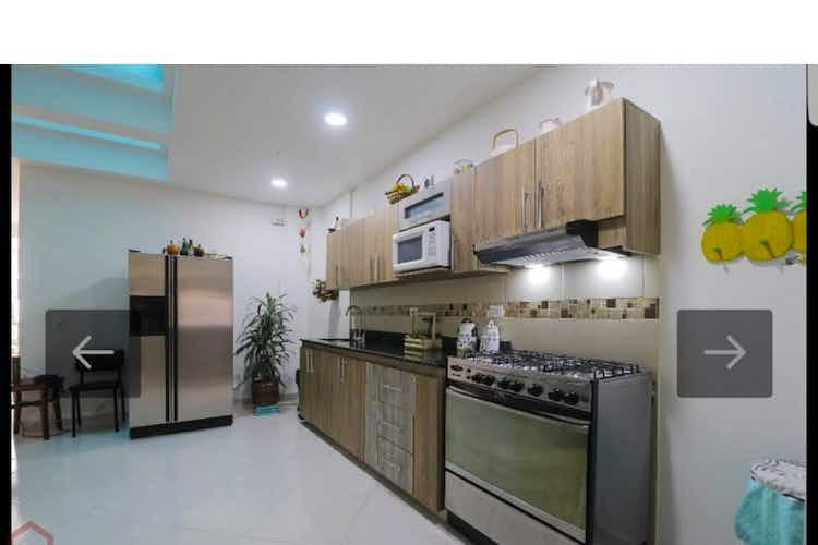 Portada Casa en la  Floresta - Medellin, cuenta con cinco habitaciones