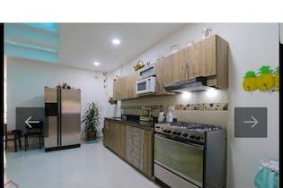 Casa en la Floresta - Medellin, cuenta con cinco habitaciones