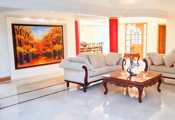 Casa en Venta en el Poblado, con cinco habitaciones