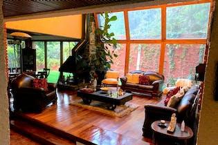 Casa en venta en Lomas de las Águilas, 374.36 m² con jardín y patio