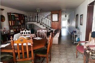 Casa en Calasanz, La America - 230mt, cuatroi alcobas, tres patios
