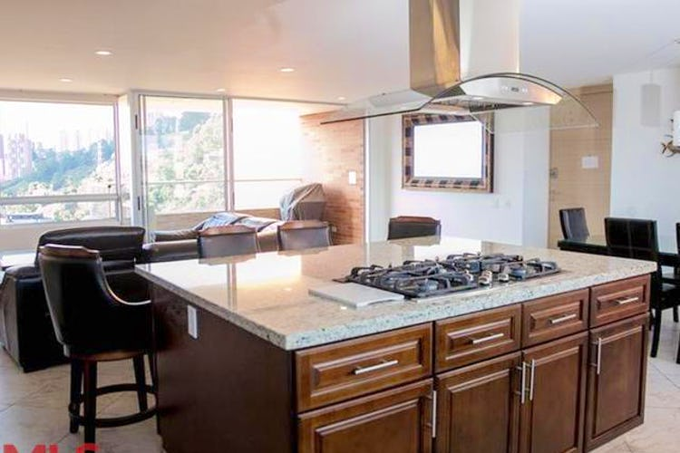 Portada Apartamento en Castropol, El Poblado con 3 habitaciones y balcón - 137,8 mt2.
