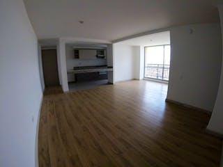 Una sala de estar con suelos de madera dura y una ventana en Se vende Apartamento con vista en Nueva Castilla