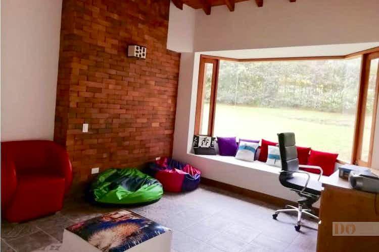 Portada Casa en parcelacion la rioja sector quirama - 2.388 mts, 4 parqueaderos.
