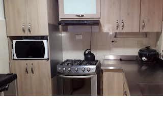Una cocina con una estufa y un fregadero en Apartamento en venta en San José, Envigado.