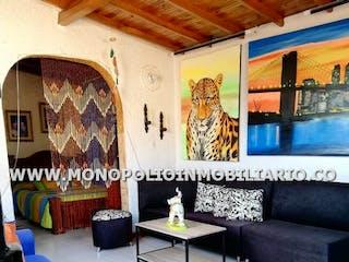 Una sala de estar llena de muebles y una pintura en Apartamento en El Salvador, Candelaria - Tres alcobas