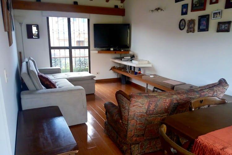 Portada Casa de 165m2 en Bosque de Gratamira, Bogotá - con tres habitaciones