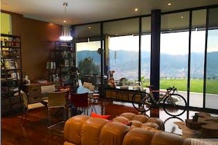 Casa en Las Palmas, El Poblado con 3 habitaciones y parqueadero - 1583 mt2.