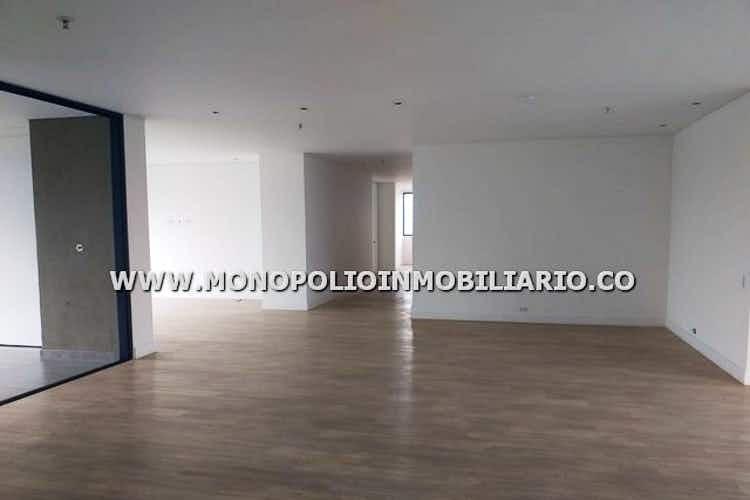 Portada Apartamento en Los Balsos, Poblado - 220mt, tres alcobas, balcón