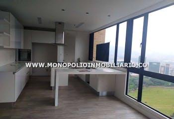 Apartamento en Los Balsos, Poblado - 302mt, tres alcobas, balcón