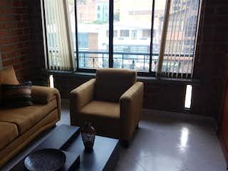 Una sala de estar llena de muebles y una ventana en Apartamento en Belen, Medellin - Dos alcobas