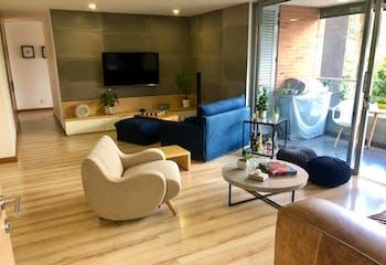 Apartamento en Loma de Los Benedictinos, Envigado con 3 habitaciones y 2 parqueaderos - 144 mt2.