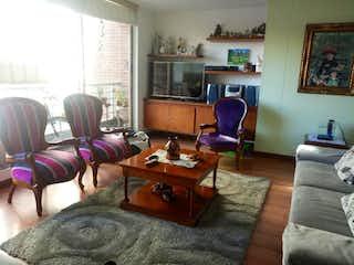 Una sala de estar llena de muebles y una televisión de pantalla plana en Conjunto Torres de la Colina I