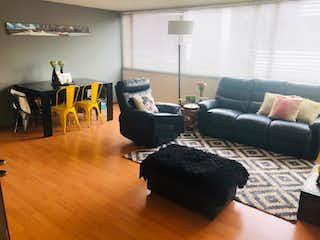 Una sala de estar llena de muebles y un sofá en  galaxia