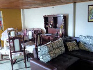 Una sala de estar llena de muebles y una ventana en Apartamento en Las Ferias, Engativá con 2 habitaciones y terraza - 44 mt2.
