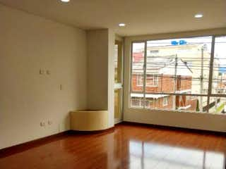 Una imagen de una sala de estar con una ventana en Apartamento en El Batan, Suba - Tres alcobas