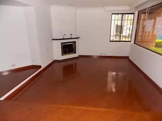 Cocina con nevera y microondas en Apartamento de 150m2 en Santa Barbara Occidental, Usaquen - Tres alcobas