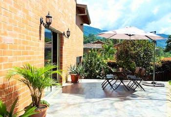 Casa en Loma del Chocho, Envigado - 178mt, tres alcobas, chimenea