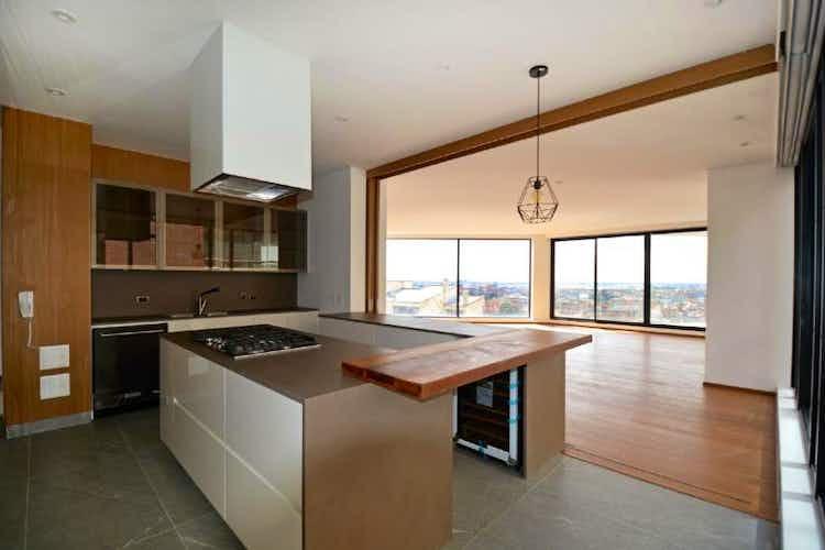 Portada Apartamento en El Refugio, Chicó con terraza y 3 habitaciones - 300 mt2.