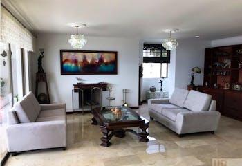 Apartamento en La Calera, Poblado - 214mt, tres alcobas, chimenea