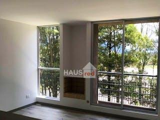 Una habitación muy bonita con una gran ventana en Apartamento en Cajica, Cundinamarca - Tres alcobas