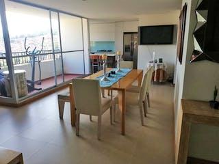 Una sala de estar llena de muebles y una televisión de pantalla plana en Oporto Ciudadela
