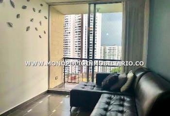 Apartamento en Loma del Indio, Poblado - 56mt, tres alcobas, balcón