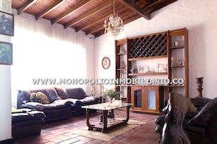 Casa en Conquistadores, Laureles - 551mt, diez alcobas, garaje
