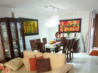 Una sala de estar llena de muebles y una ventana en Apartamento en Salitre con 3 habitaciones y deposito - 143 mt2.