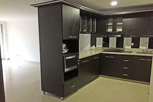 Apartamento En La Castellana - Medellin , cuenta con cuatro habitaciones
