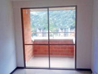 Una ventana que tiene una ventana en ella en URB PARQUE RESIDENCIAL LA VEGA
