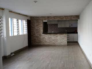 Un cuarto de baño con un lavabo y un inodoro en Apartamento en LAURELES - Medellin, cuenta con dos habitaciones