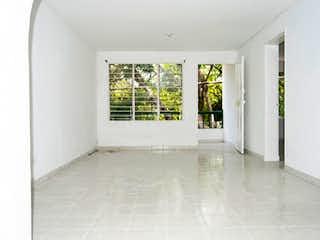 Un baño con una ventana, un lavabo y una ventana en Apartamento en Santa Lucia - Medellin, cuenta con tres habitaciones