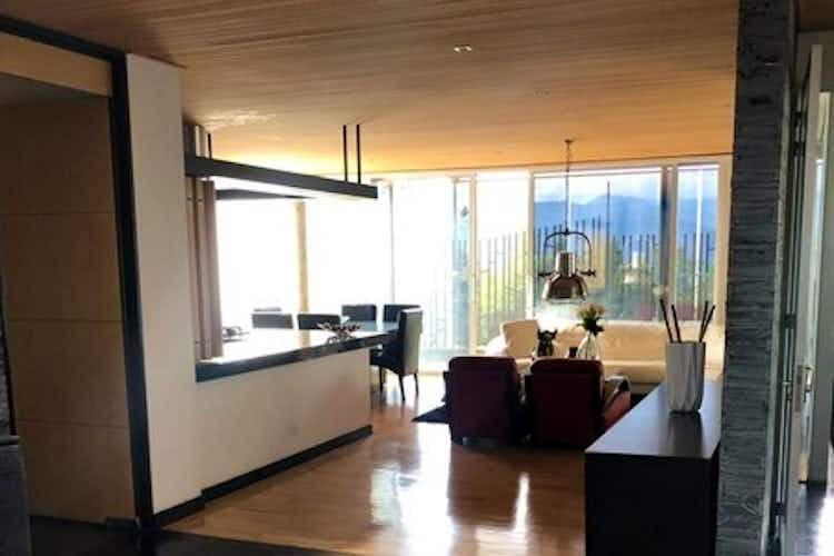 Portada Casa en venta en Loma de los Benedictinos de cuatro habitaciones