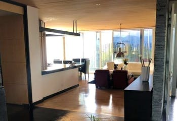 Casa en venta en Loma de los Benedictinos de cuatro habitaciones