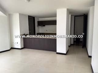 Un cuarto de baño con dos lavabos y una ducha en RIO VERDE LIVING SUITES 323