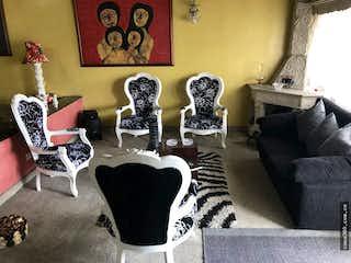 Una sala de estar llena de muebles y una ventana en VENTA DE APARTAMENTO EN MODELIA (FONTIBON)