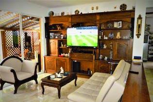 Casa en Los Balsos, El Poblado con 3 niveles y 4 habitaciones - 244,92 mt2.