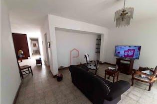 Casa en Calasanz, Medellín - Cinco alcobas