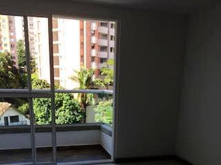 Una ventana en una habitación con una ventana en Apartamento de 80m2 en La Pilarica, Robledo - con tres habitaciones