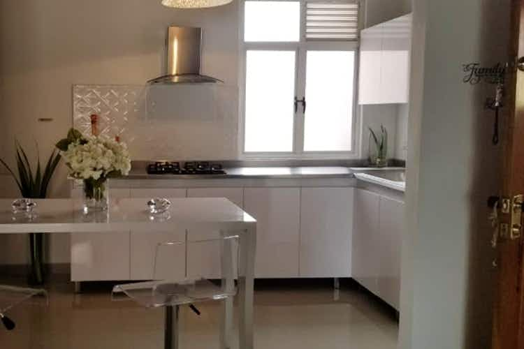 Portada Apartamento en La Bolivariana-Laureles, con 3 Habitaciones y Balcón, 89 mt2