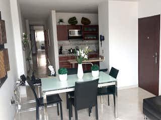 Una sala de estar llena de muebles y una ventana en Apartamento de 70m2 en Santa Mónica, La América - con tres habitaciones