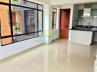 Una cocina con nevera y fregadero en Apartamento de 85m2 en Chía, Vereda La Balsa - con tres habitaciones